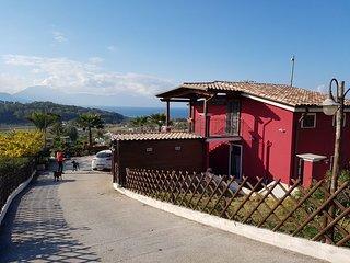 Bella villa vita con piscina a soli 700 m dal mare