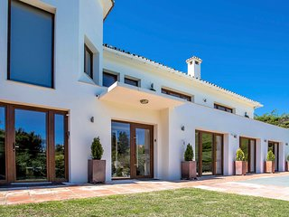 6 B/R Luxury Villa by Puerto Banus and Beach