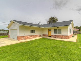 Comfortable single-level home w/ sunny patio, close to the coast & Noyo River!