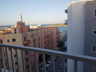 Modern 2 Bedroom Apartment 100 metres to the Sea