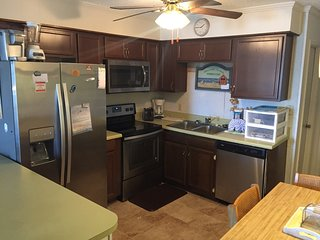 A Place at the Beach V B112, Cozy Newly Updated 2 bd2bth Condo, Pool, Ocean View