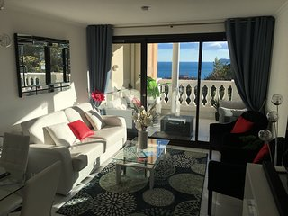Lovely Sea View 1-2 bedroom Apartment with Large Balcony in Croix Des Gardes