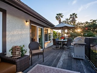 Sept Special $139/Night! Walk to Beach & Near Outlets! Large Deck w/Grill.