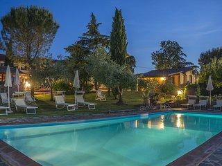 L'Arco della Lodola with Playground, Pool and WiFi
