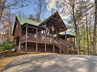 Sevierville Cabin w/ Deck & Smoky Mountain Views!
