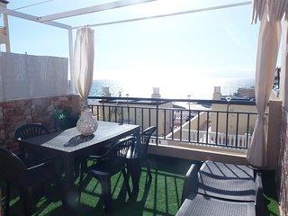 Preciosa casa para 4/6 personas con hermosa vista al mar con Wifi y piscinas