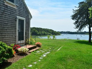 Charming bayfront home with outdoor shower and gorgeous views - near beaches!