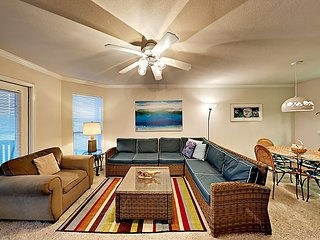 FB14 Vacation Condo, Large Shared Pool,2 Bedroom, 2 bath, Sleeps 4