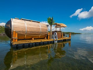 Waterfront, eco-friendly houseboat & deck w/ tiki bar, dinghy, & grill