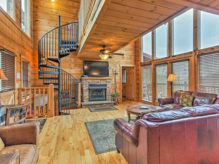 NEW! Sevierville Lazy Lodge Cabin w/ Hot Tub!
