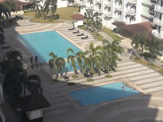Condo w/Air-con.,free-W-LAN & digital cable-TV,Kitchen,Balcony,Pool near Airport