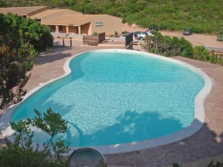 2 bedroom Villa with Pool and Walk to Shops - 5739489