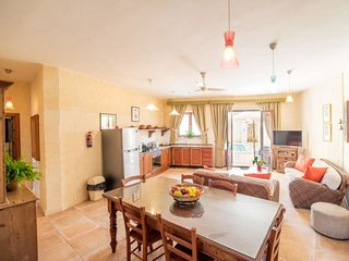 Xewkija Holiday Home Sleeps 7 with Pool and WiFi - 5310949