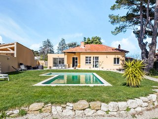 Villa with swimming pool near Avignon - W300