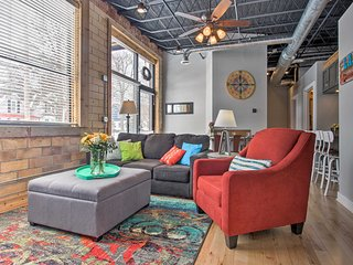 Lavish Loft-Style Condo 4 Blocks to Lake Michigan
