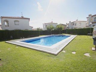 MASIA3 Adosado con jardín privado y piscina