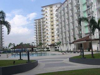 Condo w/Air-con.,free-W-LAN & digital cable-TV,Kitchen,Balcony,Pool near Airport