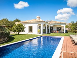 Luxury 4 bedroom Villa in Beautiful Boliqueime - Algarve