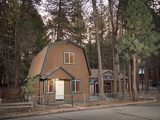 3BR Cute Cabin with In-Town Location in South Lake Tahoe