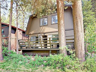 3BR Classic Lake Cabin with Big Yard in South Lake Tahoe
