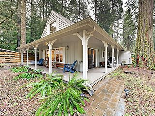 Charming Cottage on McKenzie River w/ Loft, Wraparound Porch & Fire Pit