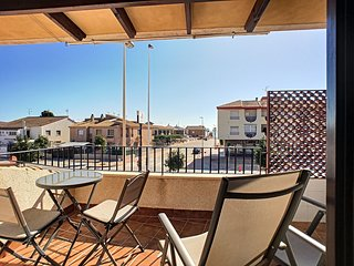 1st floor apartment, close to the beach, free wifi, partial sea view