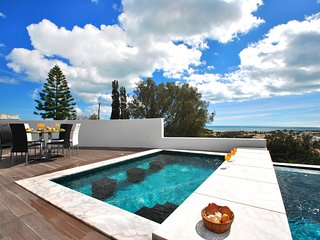 VILLA W/ SEA VIEWS, HEATABLE POOL, JACUZZI, WI-FI & GAMES ROOM, FINISHED MARCH