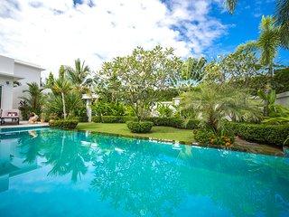 Palm Oasis Deluxe 3 Bed Pool Villa Jomtien beach Pattaya
