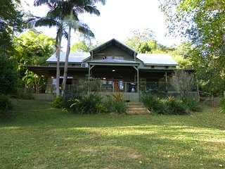 MAGNOLIA COTTAGE - STUNNING NOOSA HINTERLAND ACREAGE RETREAT 4 MINS TO TOWN