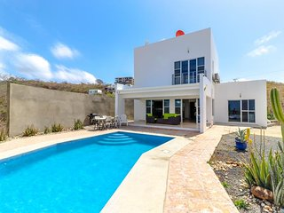 Long-term discounts: Modern house with private pool & ocean views, near beach!