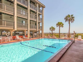 NEW! 2BR Fernandina Beach Villa w/Pool, Ocean View