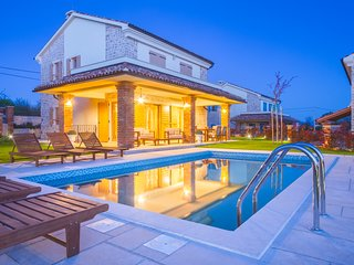 Luxury Villas Kras Ladies *****