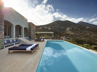 Exclusive holiday! Sea view villa w/ infinity pool/7-minute walk to beach