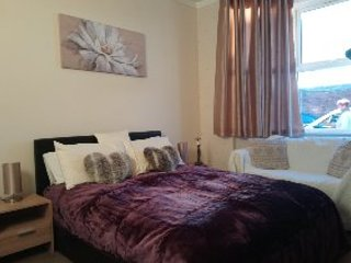 LUXURY MODERN 1 BED - SLEEPS 4