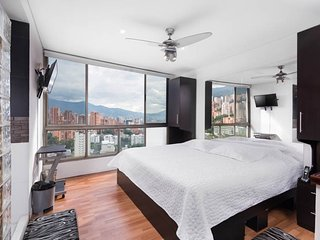 Lleras Luxury Penthouse w/ Private Jacuzzi