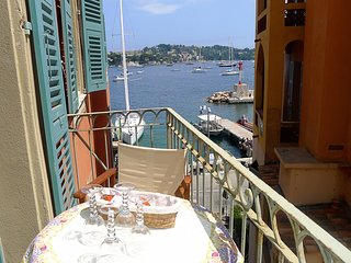 ON VILLEFRANCHE BAY AP3040