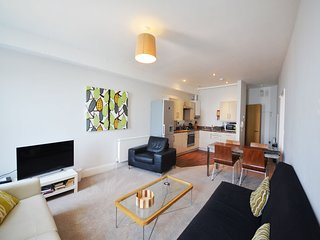 Apartment No 12 Astor House - One bed apartment with sea views and patio and ste