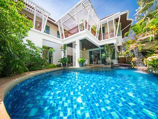 Paradise Jomtien Beach 6 Bed Pool Villa Pattaya