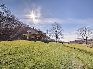 Secluded Farmhouse w/ Large Yard-6  Mi to Caldwell