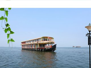 beachparadise 8bedroom houseboat with all meals