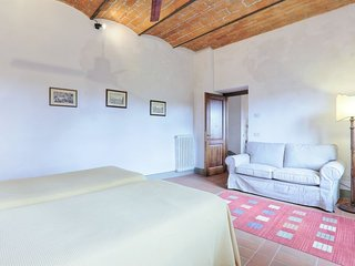 Vacciano Apartment Sleeps 4 with Pool and WiFi - 5055563