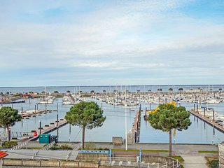2 bedroom Apartment in Arcachon, Nouvelle-Aquitaine, France : ref 5586055