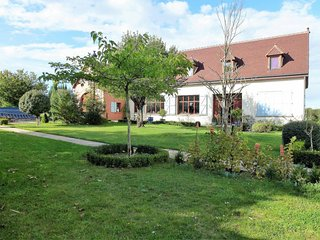 3 bedroom Apartment in Dampierre-sous-Bouhy, Bourgogne-Franche-Comte, France : r