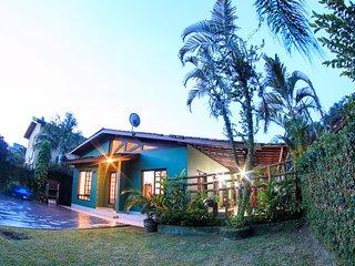 Conforto, segurança e natureza na Casa Verde/ wifi - 300m da praia
