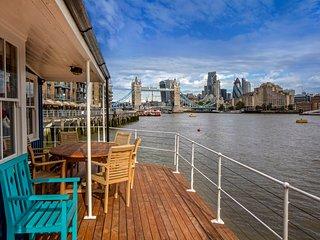 The Harpy Houseboat, Tower Bridge