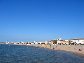 appartement avec terrasse vue mer;  à 150m de la plage et du centre ville