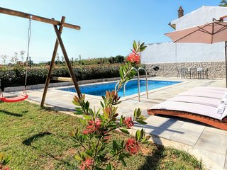 Pool House, family and pet friendly, 5+2 persons, 3 bedrooms, 2 bathrooms