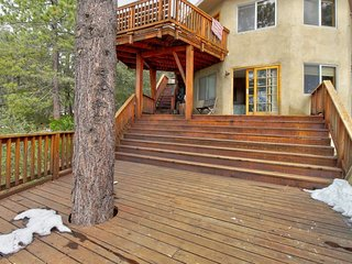 Four decks, plenty of space, & more in this charming mountain home