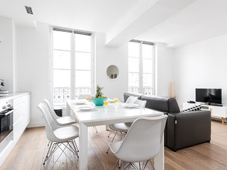 1002. BRIGHT FLAT IN THE PARIS MARAIS DISTRICT – STEPS FROM THE POMPIDOU CENTER