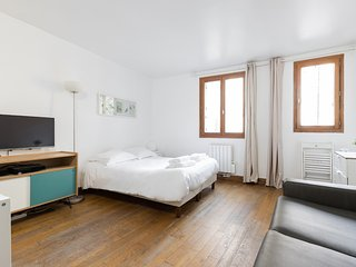 19. COZY STUDIO IN THE HEART OF THE LATIN QUARTER!